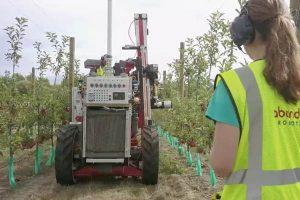 Robotic apple picking_Abundant Robotics